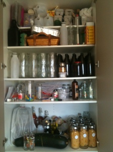 And the overflow of things I want to keep, beer and preserves that won't fit int he other cupboard, plus the last of the empty jars (the big ones are 1.2L and for juice) plus Kombucha.